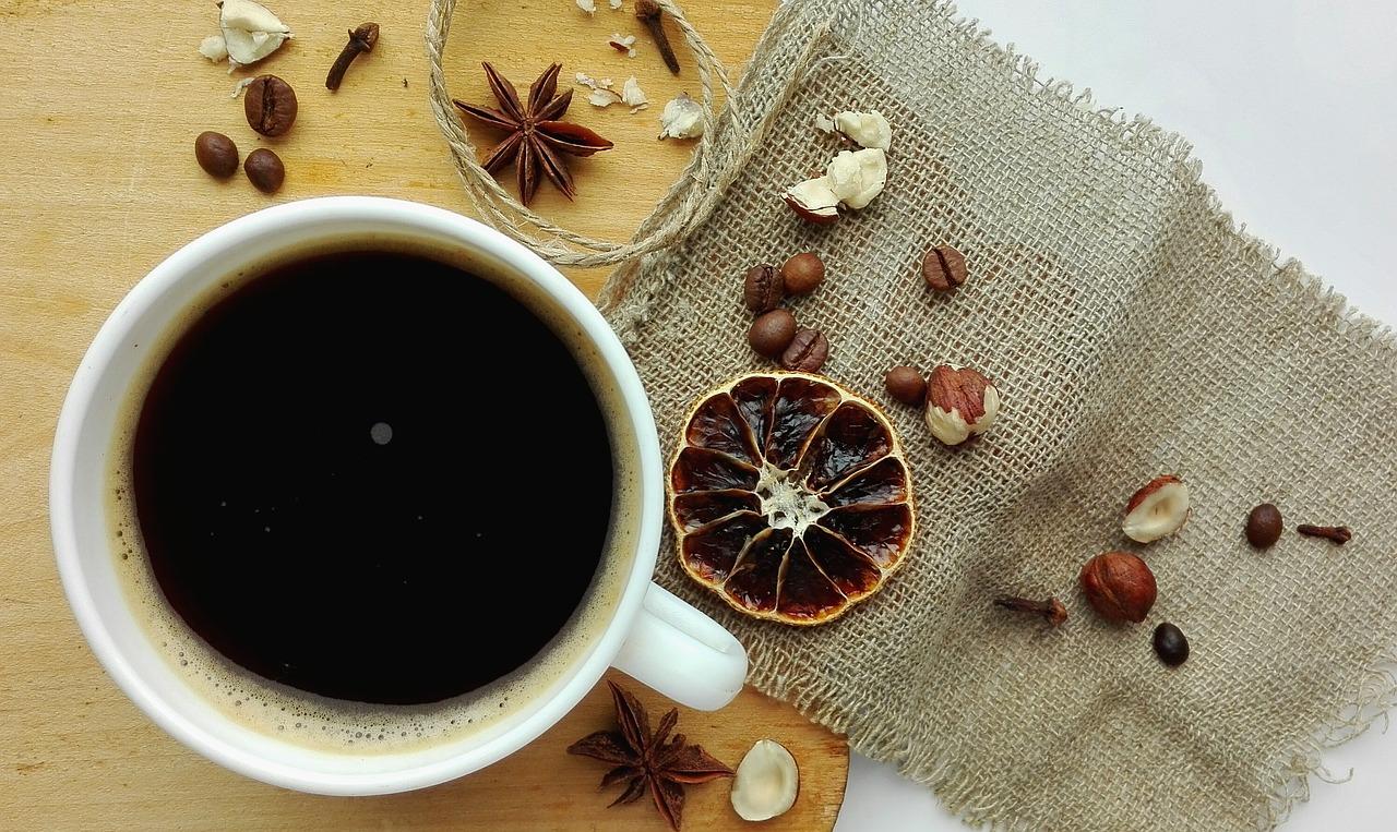 Cafés con especias: 5 recetas con canela, cardamomo, clavo, jengibre…