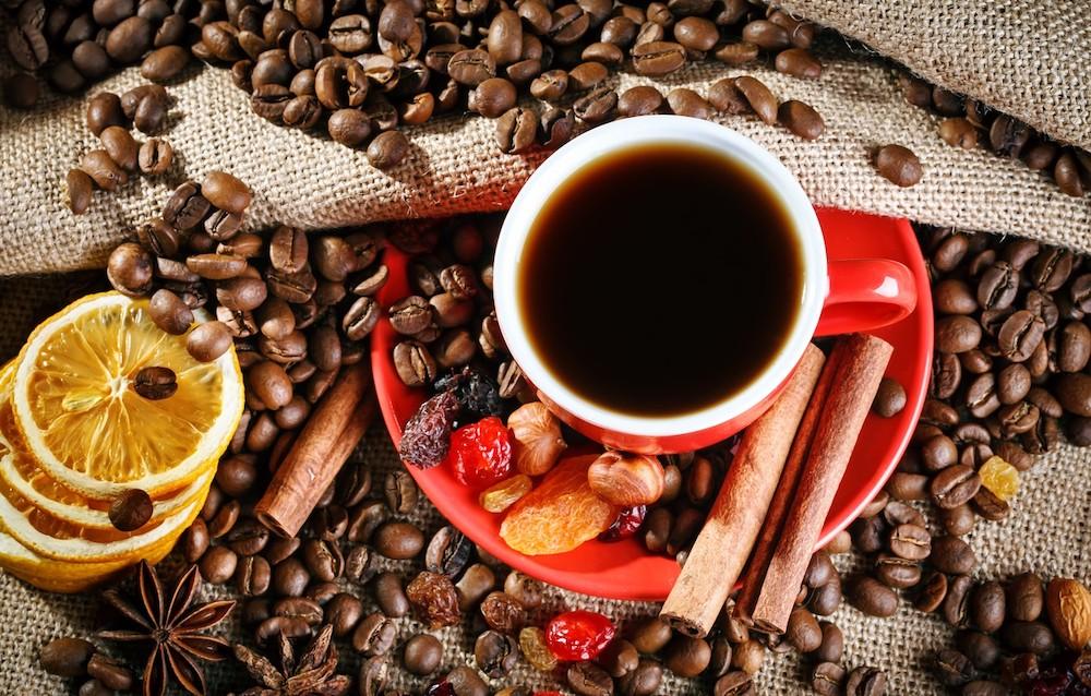 Café de invierno con cítricos y especias
