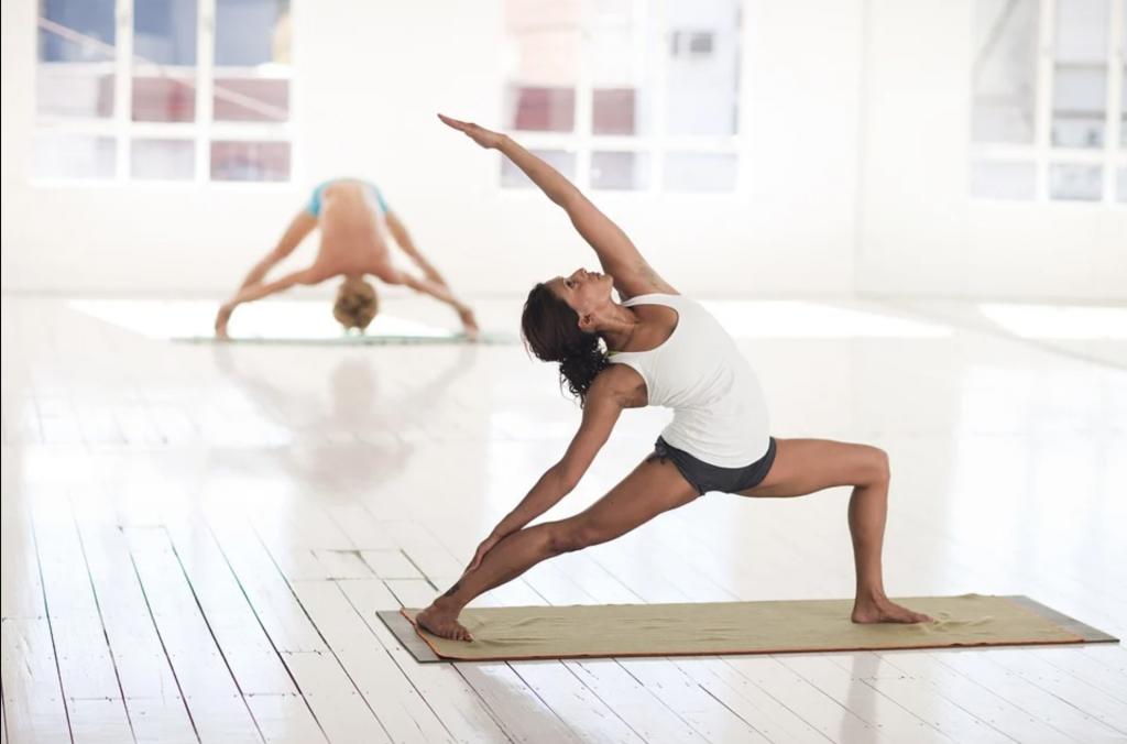 Dos practicantes de Hatha Yoga
