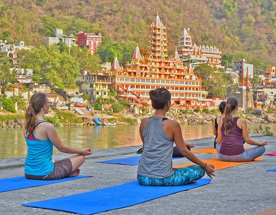 Practicantes de Yoga en Rishikesh